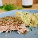 Lachs im knusprigen Sesammantel   Pastinaken Kartoffelpürree   einfaches Fisch Rezept