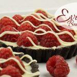 Himbeer Tartelettes mit weißer Schokolade / Oreo Keks Boden / no bake / Mini Tarte / Evas Backparty