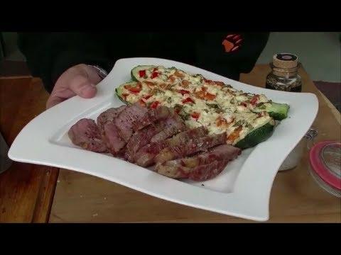 Folge 093: Stauferico Steaks mit gefüllten Zucchini (3D Version)